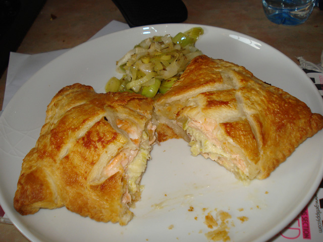 salmon en croute with leeks