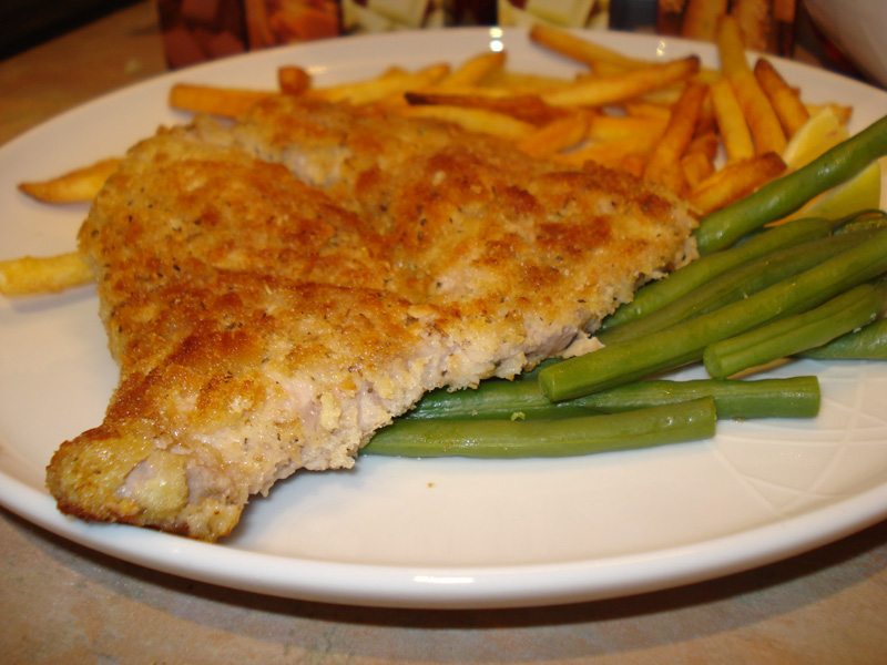 pork escalope milanese with green beans and fries